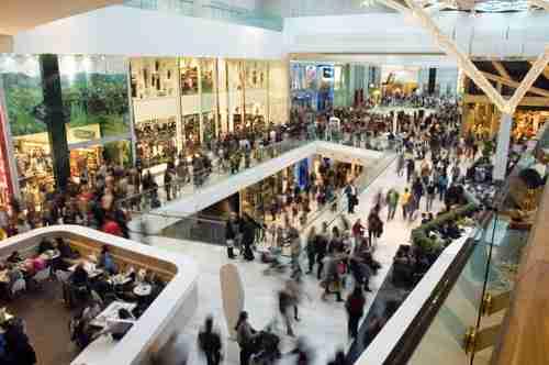 centro commerciale trafficato